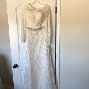 Dresses & Skirts - Brand New David's Bridal Wedding Dress